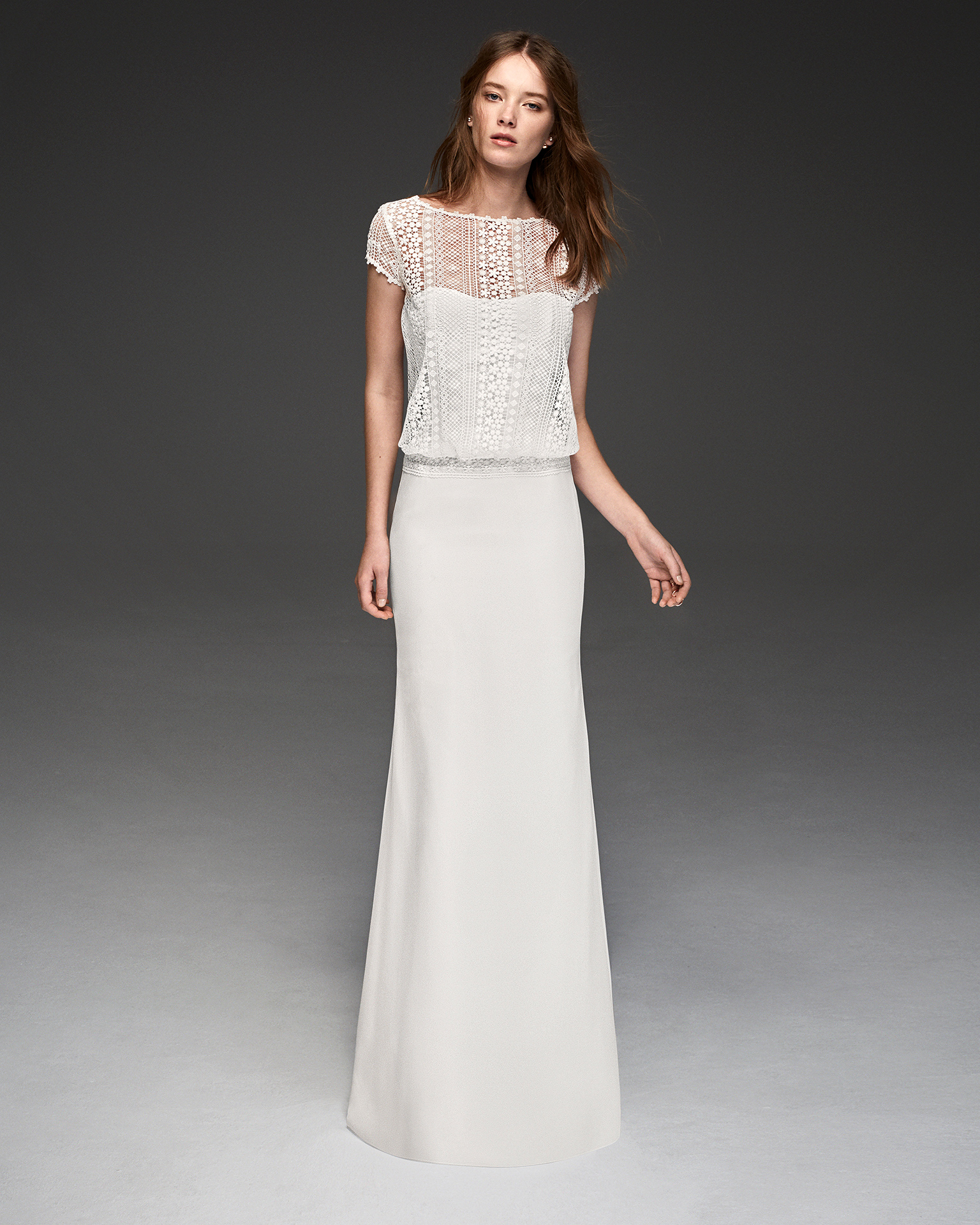 Boho-style crepe Georgette and guipure lace wedding dress with short sleeves.