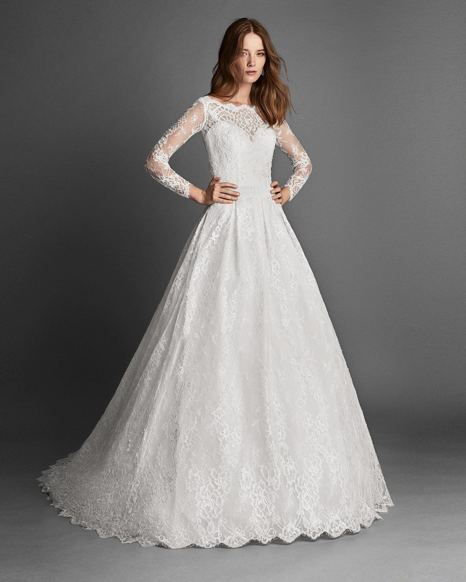 Princess-style beaded lace wedding dress with long sleeves, in natural.
