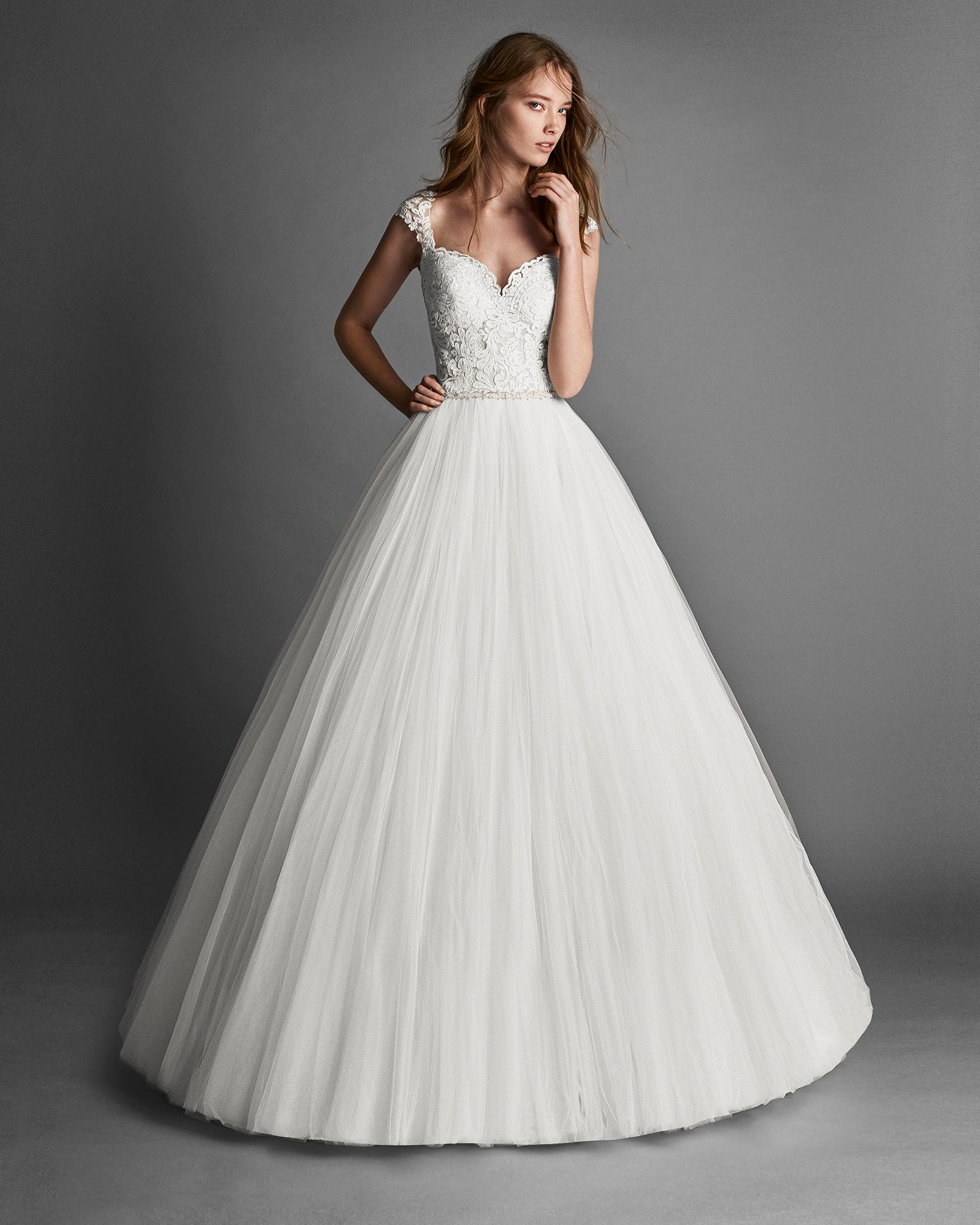 Vestido de novia estilo princesa de tul y encaje pedrería y espalda de encaje.