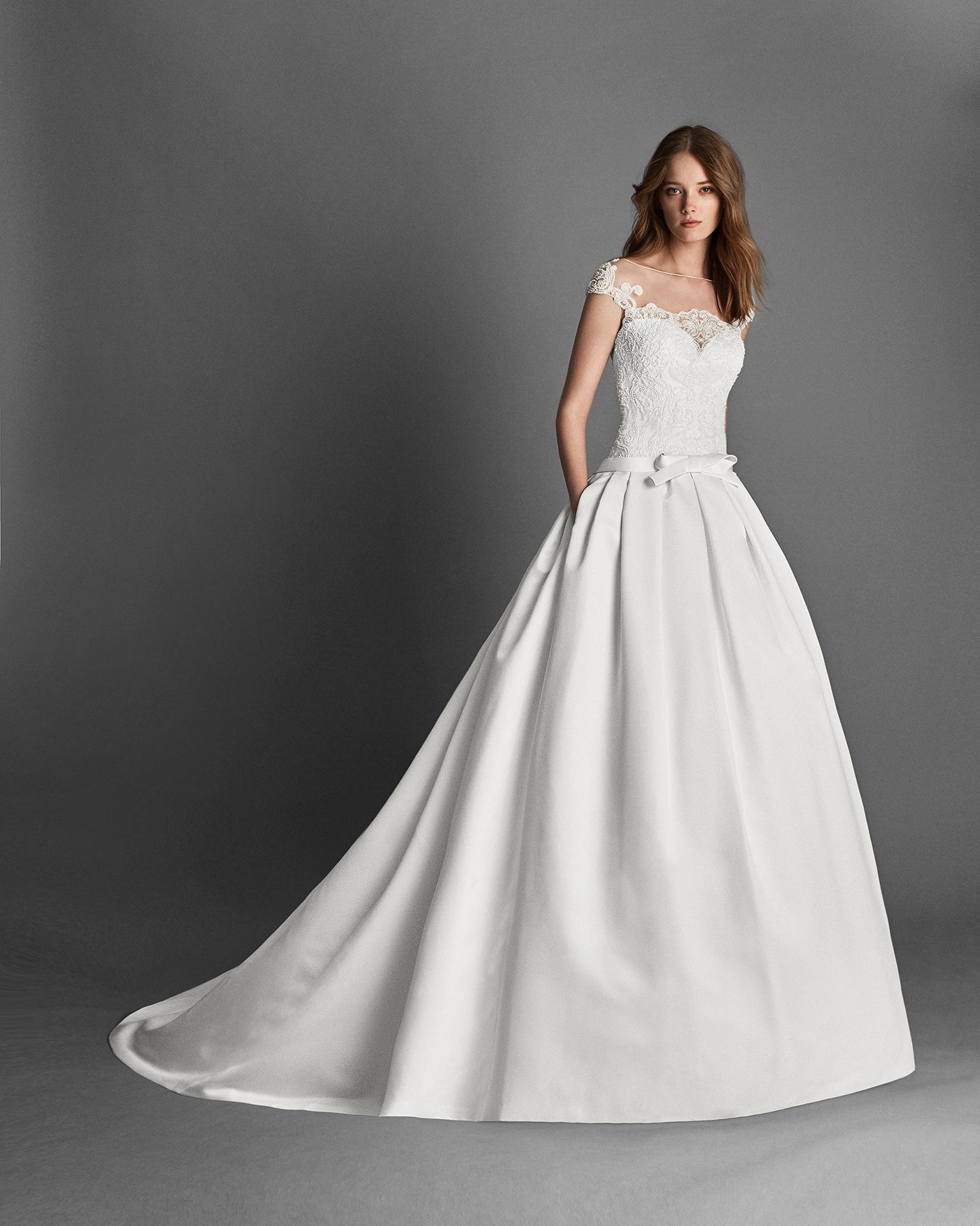 Vestido de novia estilo clásico de ottoman y encaje pedrería de manga corta, con bolsillos en color natural.
