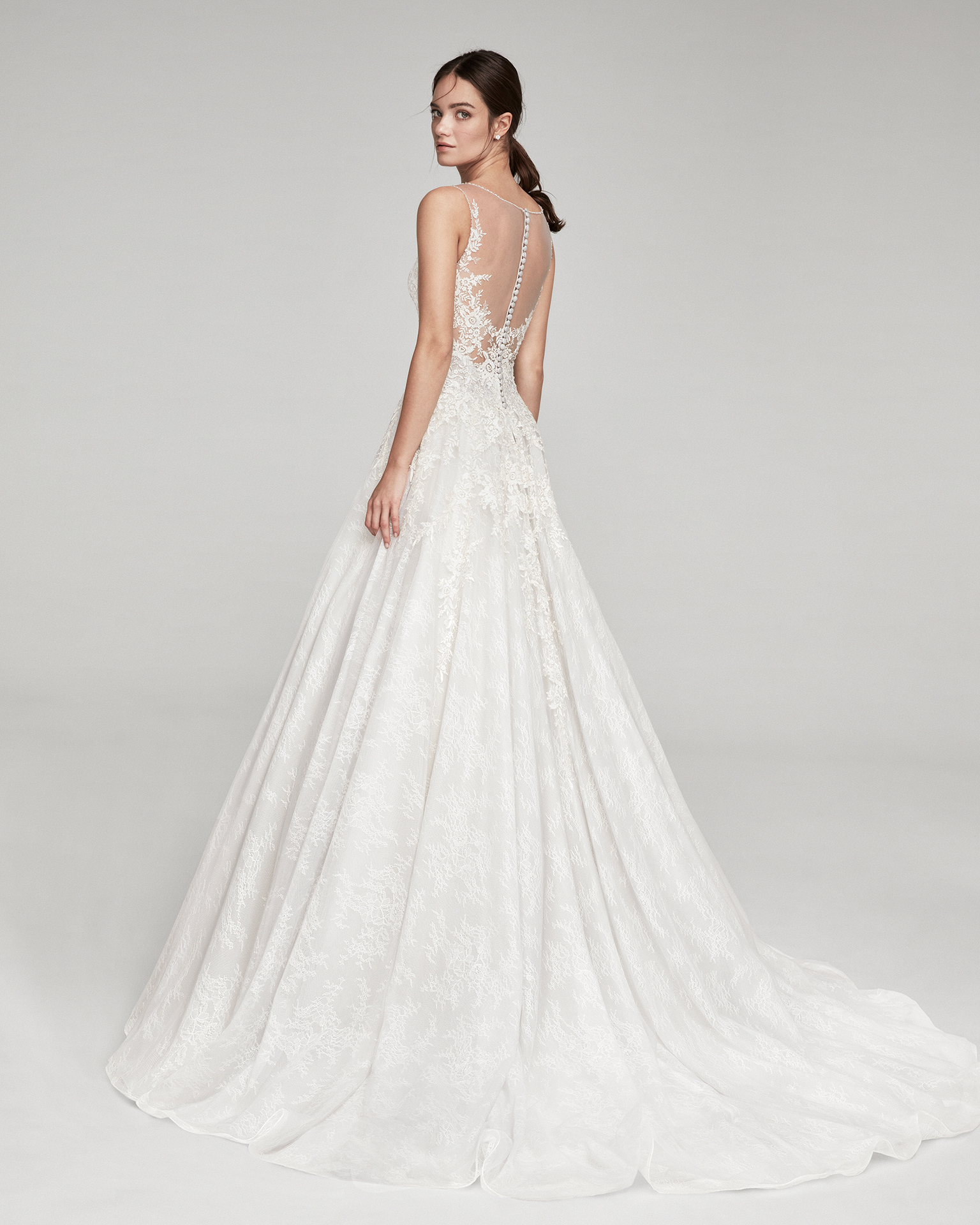Romantic lace wedding dress. With V-neckline and tulle back. Available in ice and natural. 2019 ALMA_NOVIA Collection.