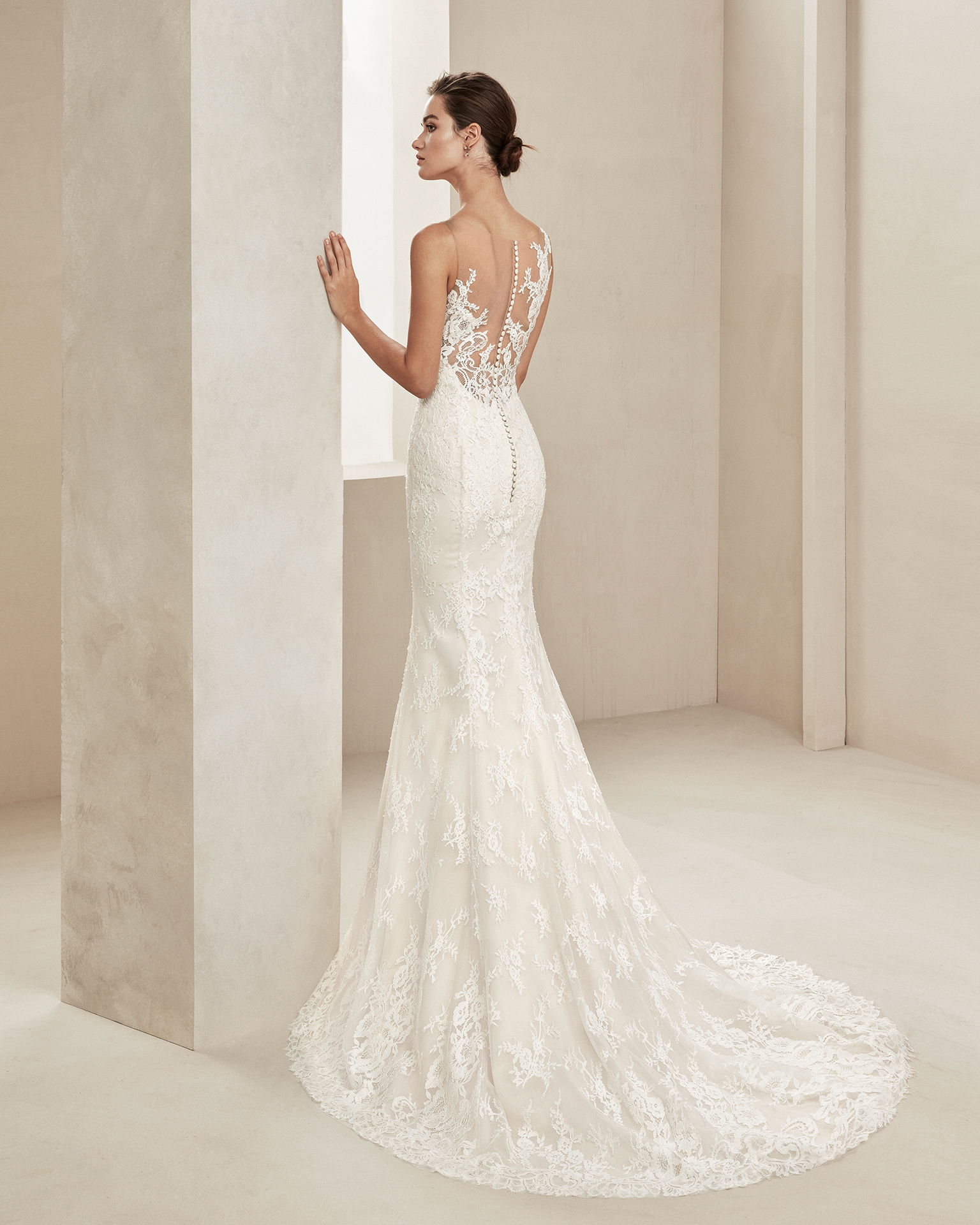 Mermaid-style wedding dress in beaded lace. With illusion neckline. Available in natural. 2019 ALMANOVIA Collection.