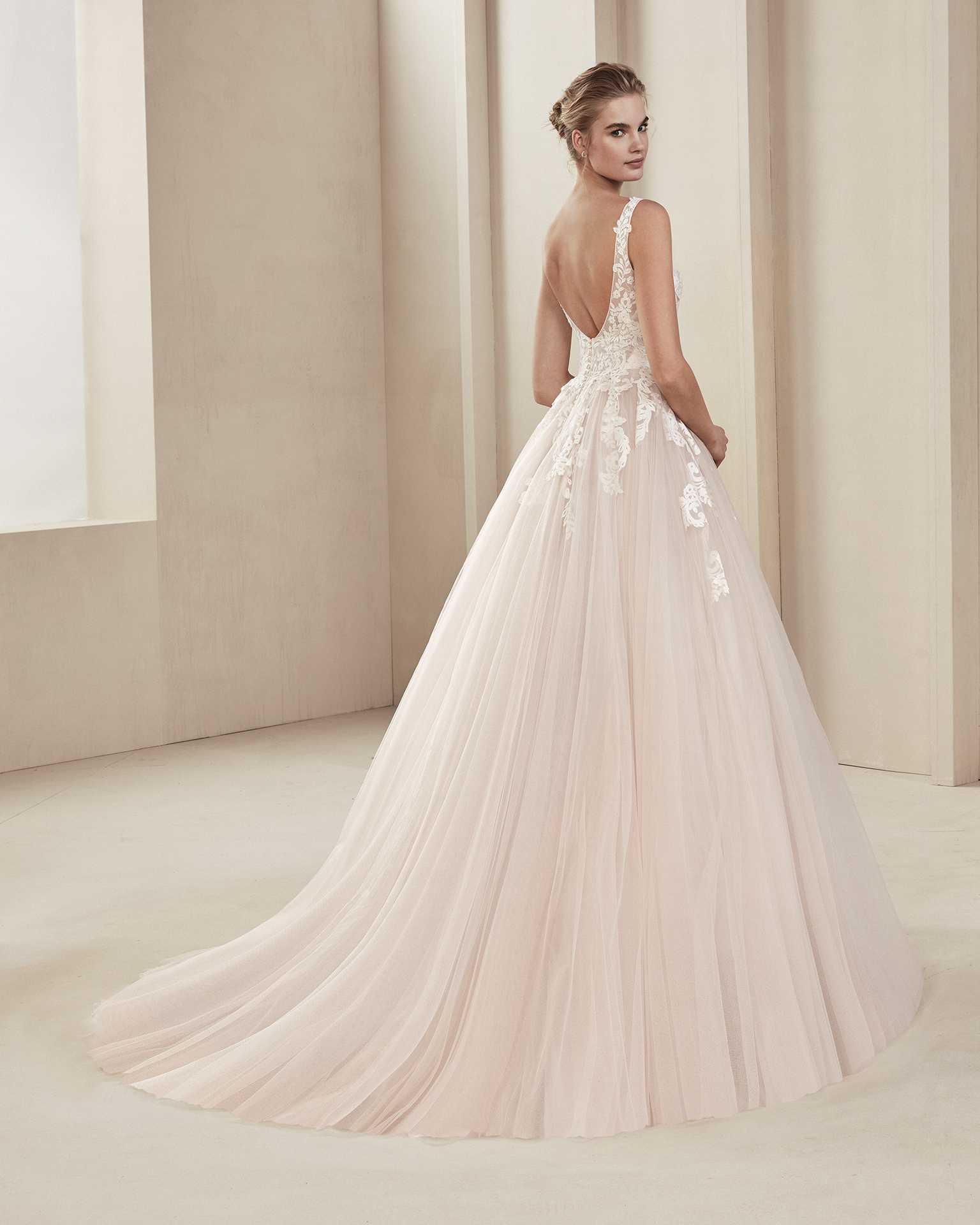 Romantic tulle and beaded lace wedding dress. With V-neckline and low back. Available in natural/rose and natural. 2019 ALMA_NOVIA Collection.