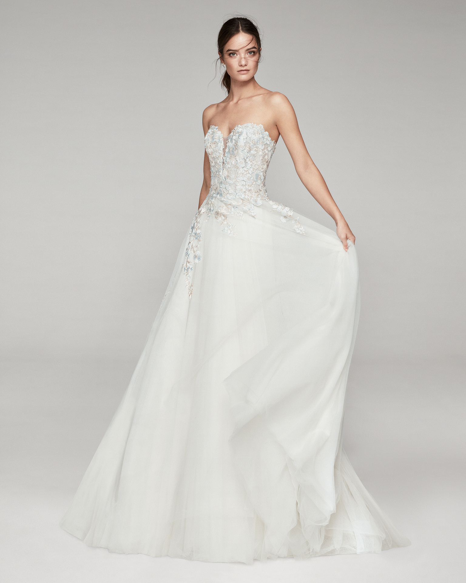 Romantic tulle and lace wedding dress. With strapless neckline. Available in natural/blue and natural. 2019 ALMANOVIA Collection.