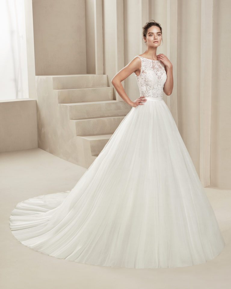 Romantic tulle and lace wedding dress. With bateau neckline and low back. Available in natural. 2019 ALMA_NOVIA Collection.