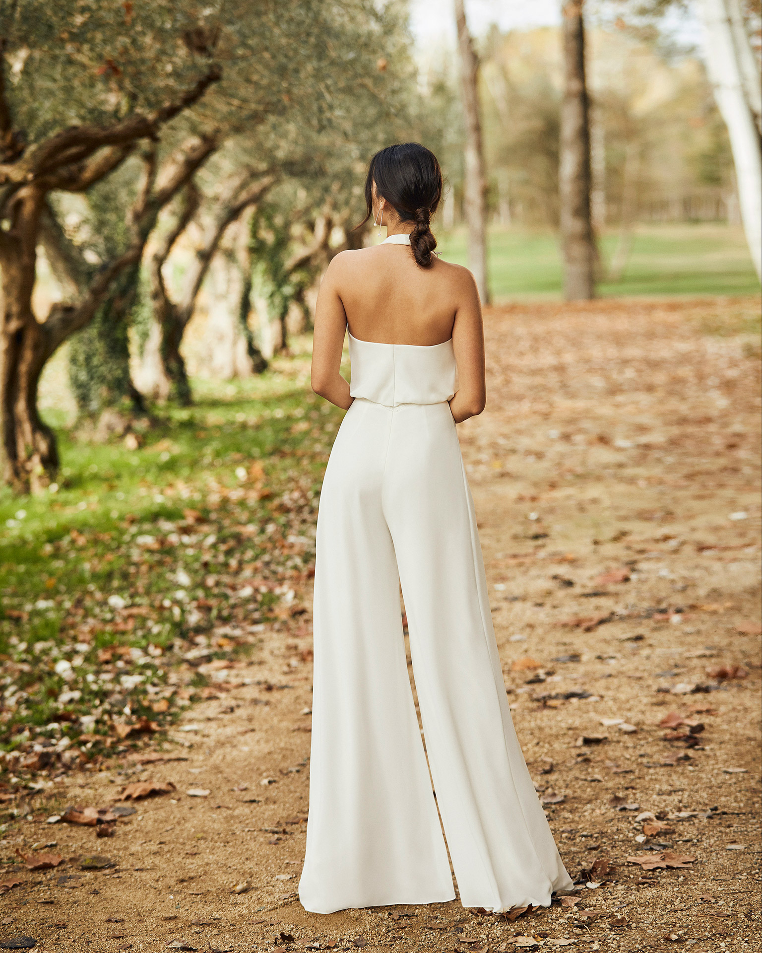 Bridal trouser suit in crepe Georgette with bloused V-neckline and low back. 2020 ALMA_NOVIA Collection.