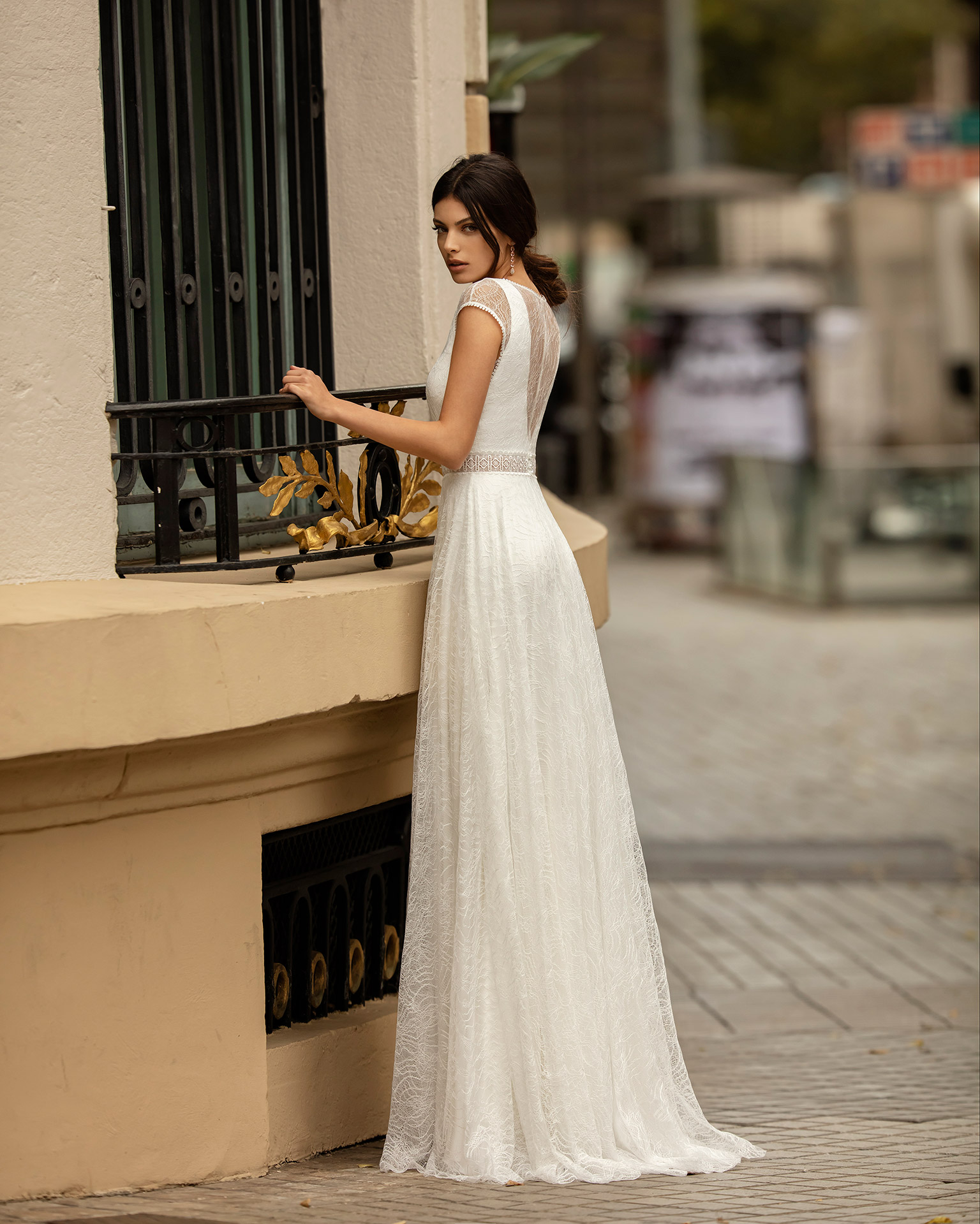 Boho-style lace and chiffon wedding dress with V-neckline, illusion back and short sleeves. 2020 ALMA_NOVIA Collection.