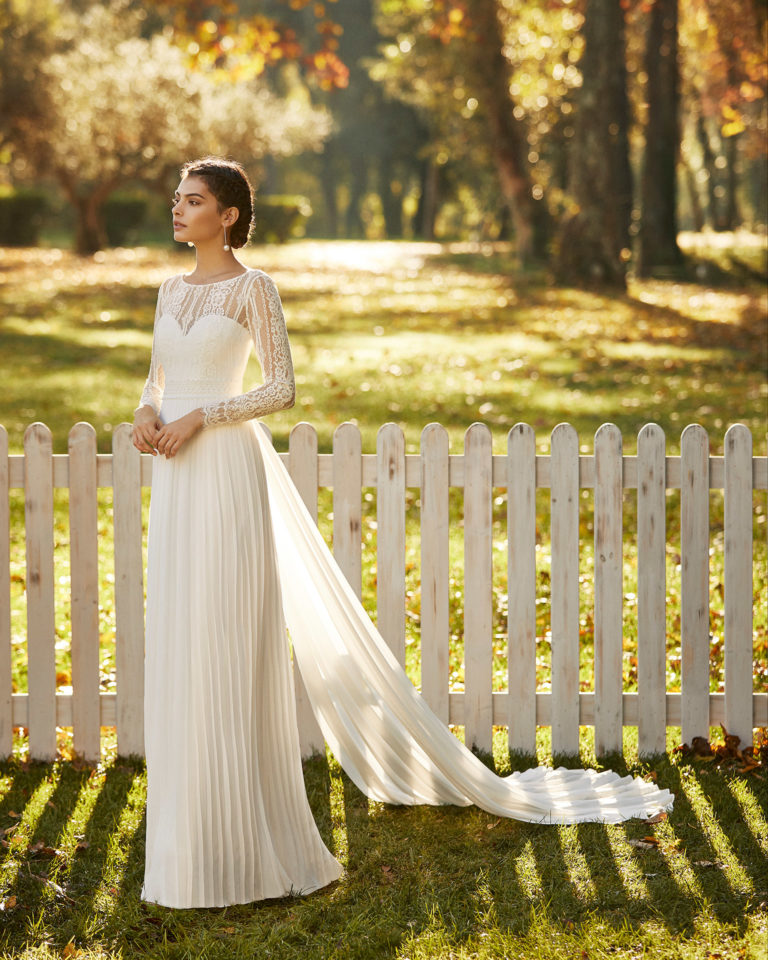 Lightweight chiffon and lace wedding dress and train with sweetheart neckline, closed back and long sleeves. 2020 ALMA_NOVIA Collection.
