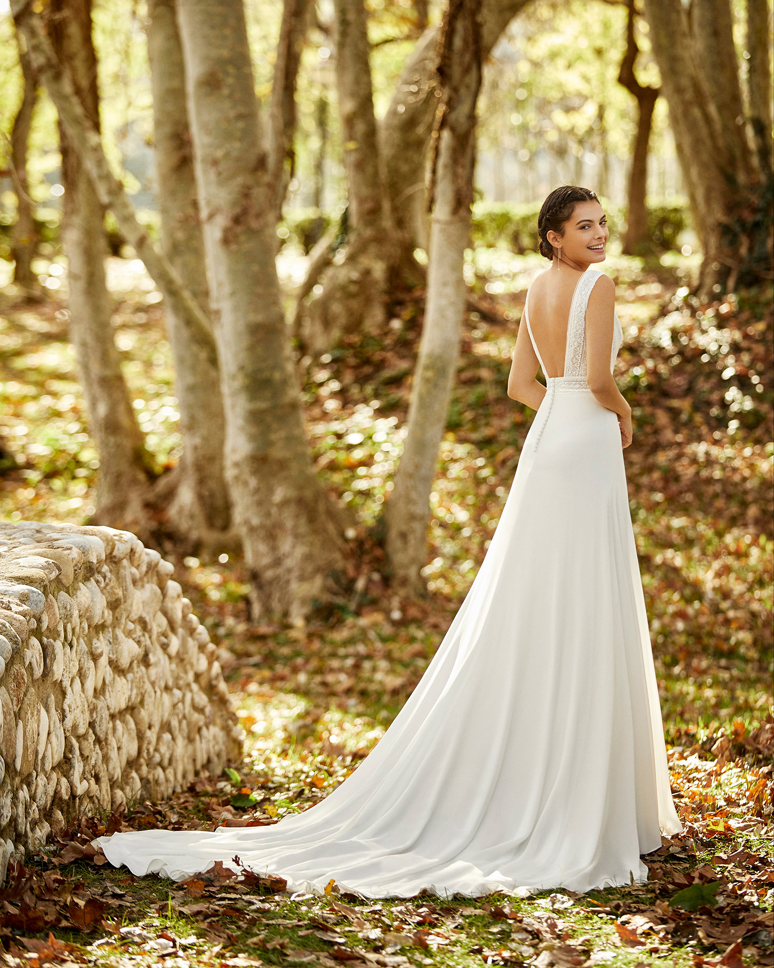 Lightweight crepe Georgette and beaded lace wedding dress with V-neckline and square back. 2020 ALMA_NOVIA Collection.