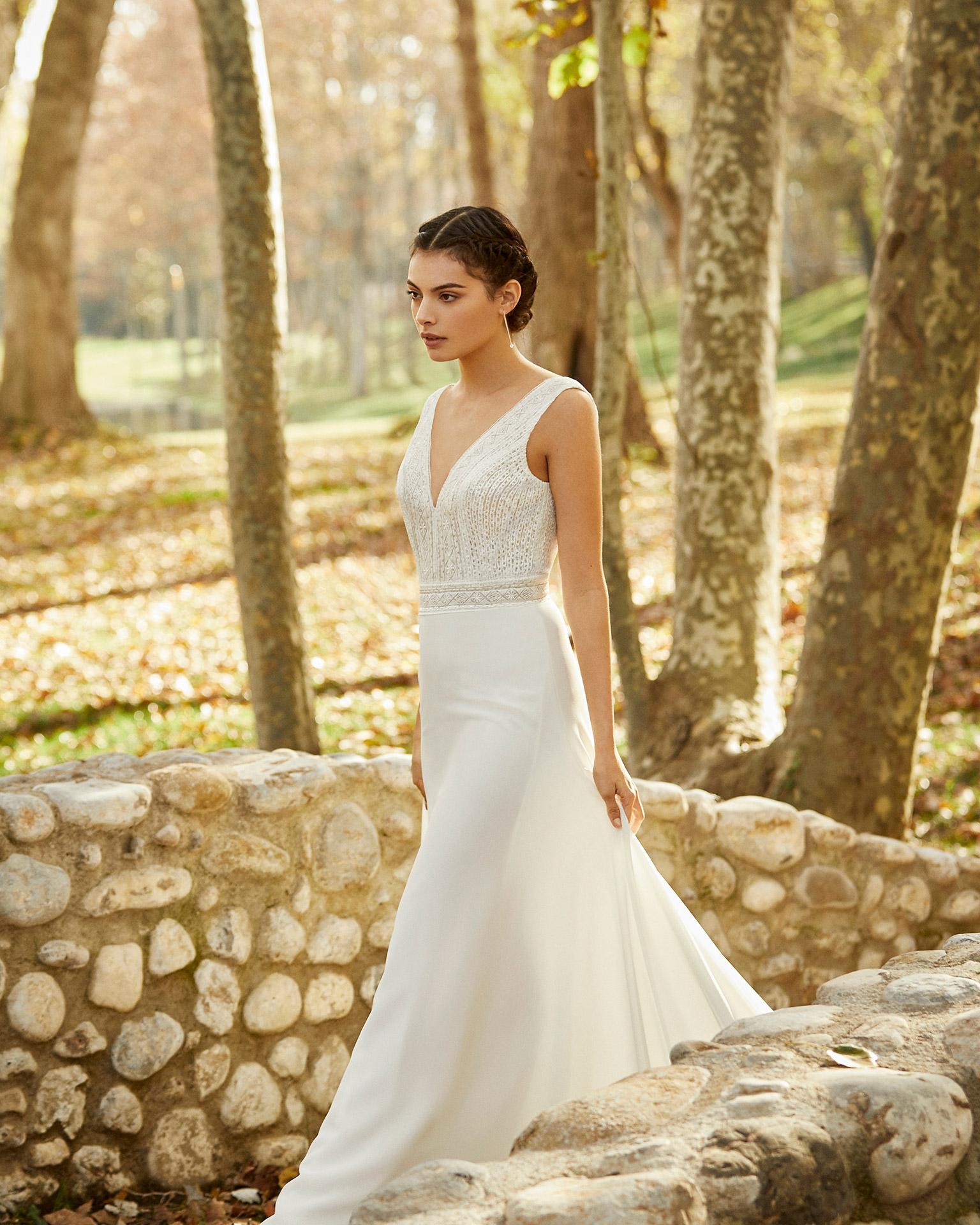 Vestido de novia estilo ligero georgette y encaje pedrería con escote V y espalda cuadrada. Colección ALMA_NOVIA 2020.