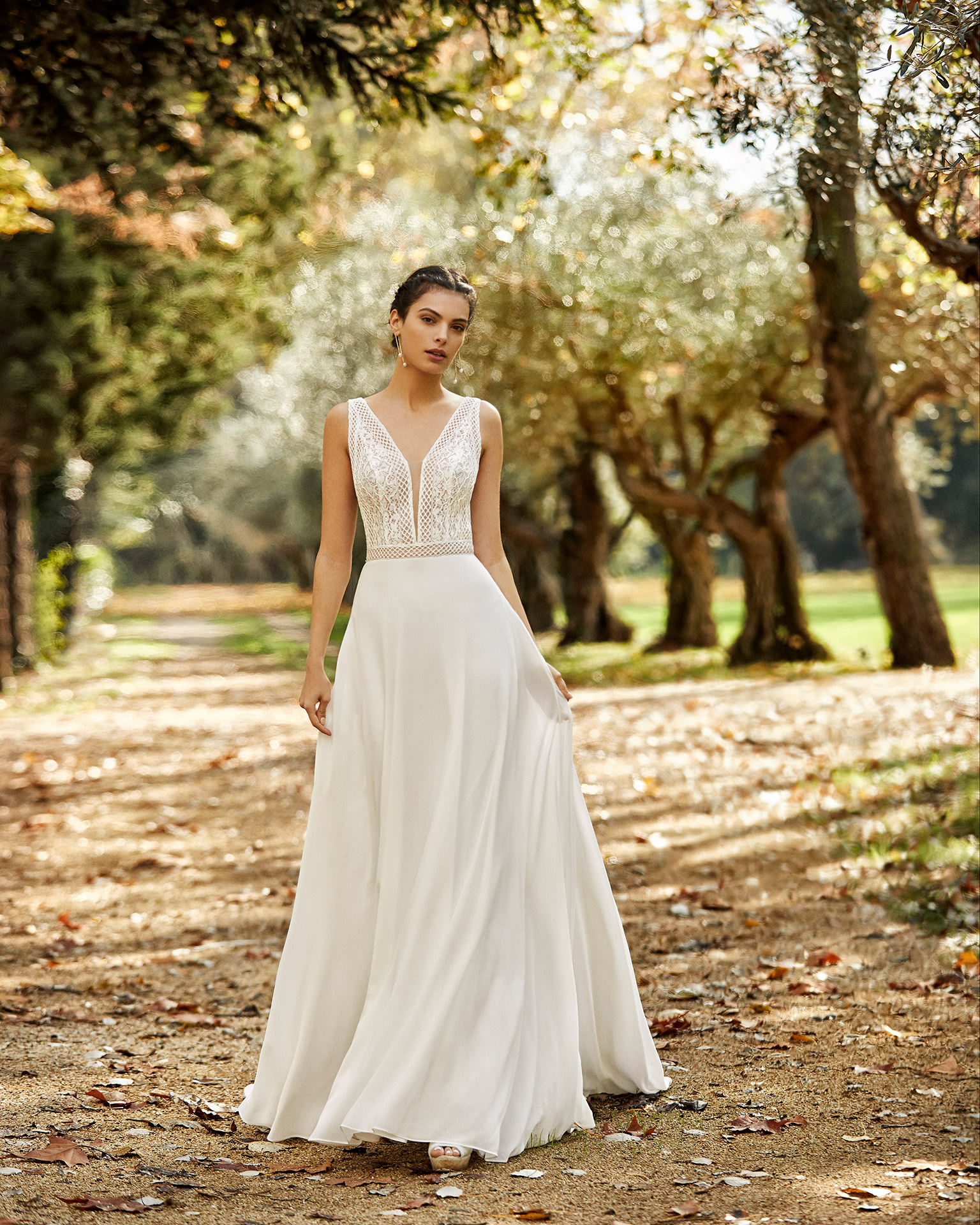 Lightweight lace and crepe Georgette wedding dress with deep-plunge neckline and V-back. 2020 ALMA_NOVIA Collection.