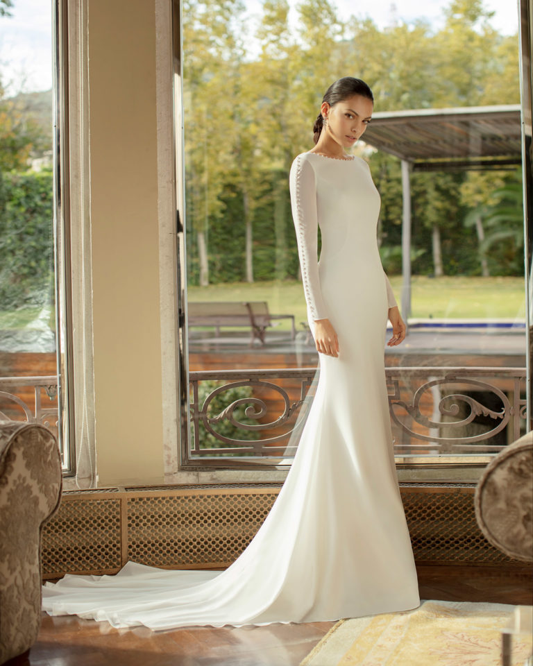 Elegant beaded stretch crepe Georgette wedding dress with low back and long sleeves. 2020 ALMA_NOVIA Collection.