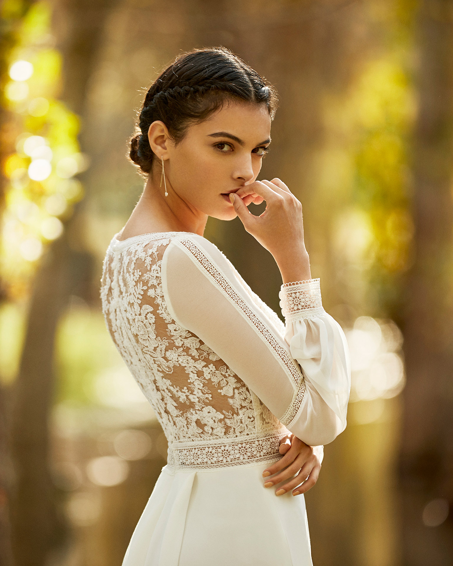 Boho-style crepe and lace wedding dress with V-neckline and back with sheer inserts and long bloused sleeves. 2020 ALMA_NOVIA Collection.