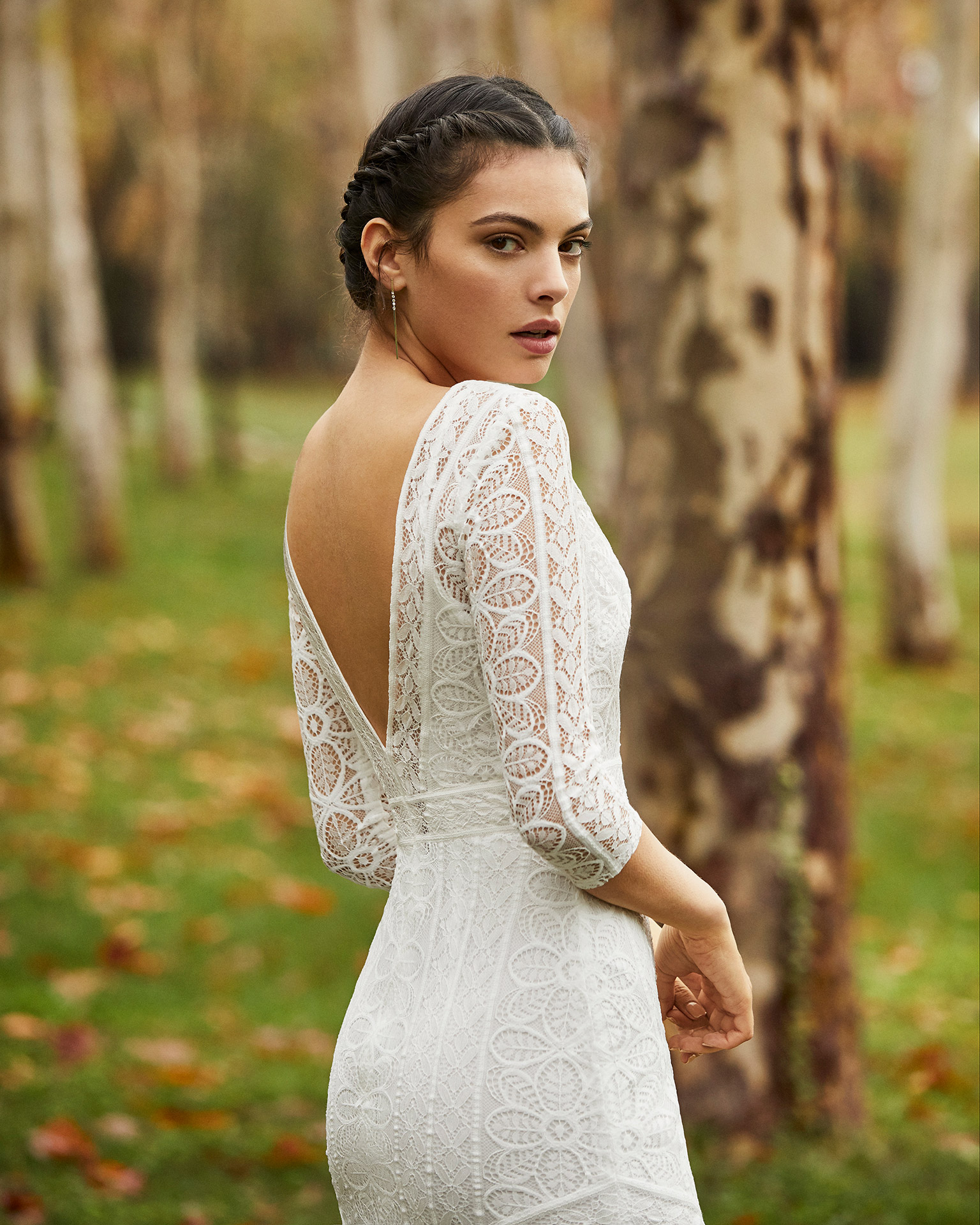 Lightweight lace wedding dress and overlay with front slit, V-neckline and back and three-quarter sleeves. 2020 ALMANOVIA Collection.