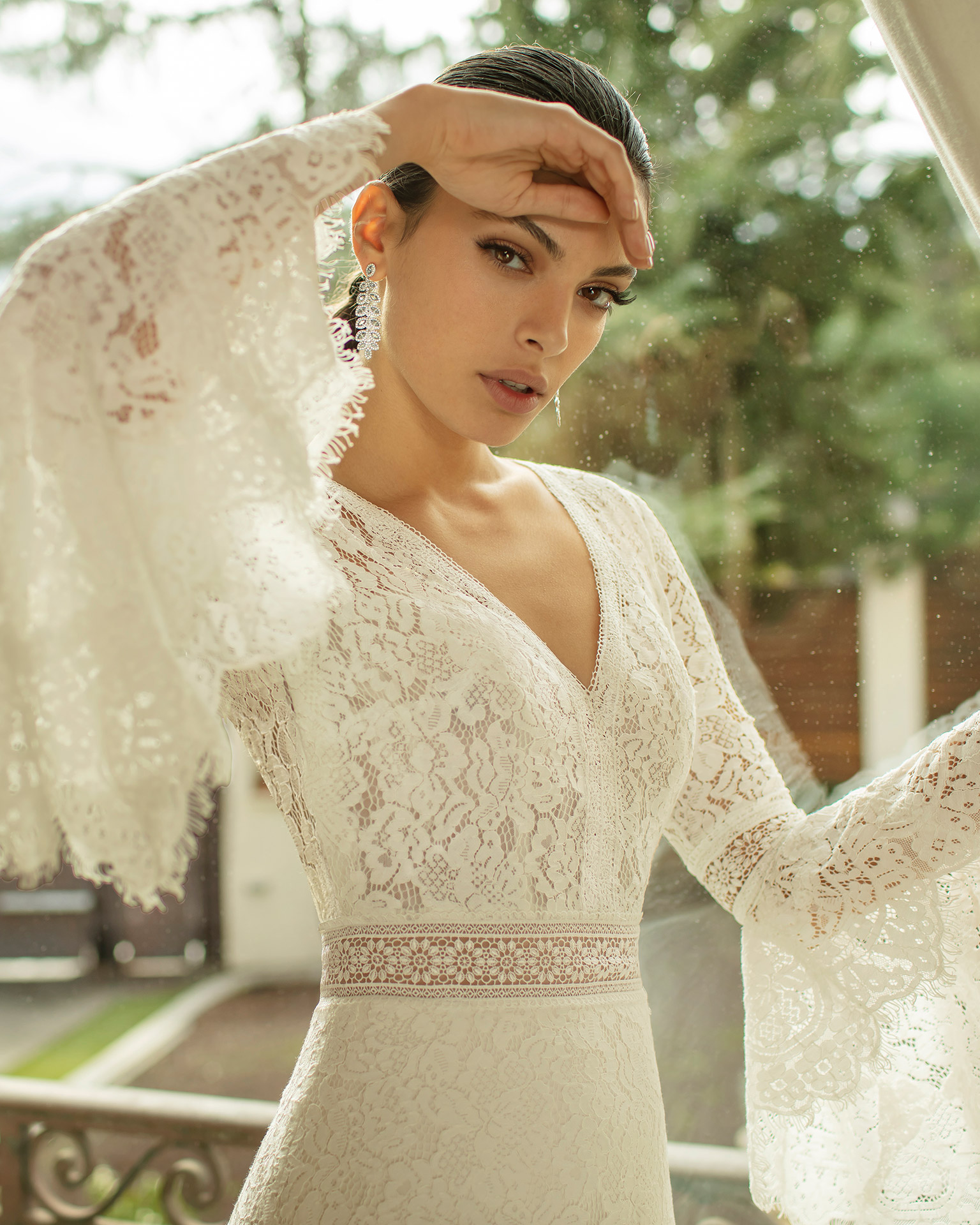 Boho-style lace wedding dress with V-neckline, low back and flounced sleeves. 2020 ALMANOVIA Collection.