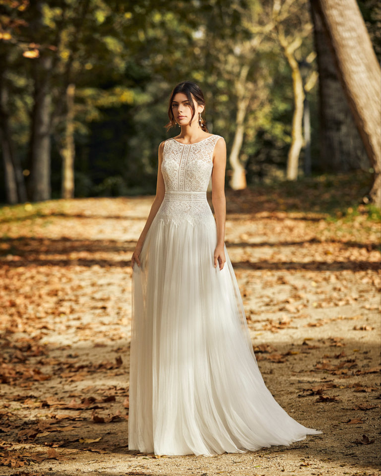 Lightweight pleated soft tulle and lace wedding dress with low back. 2020 ALMA_NOVIA Collection.