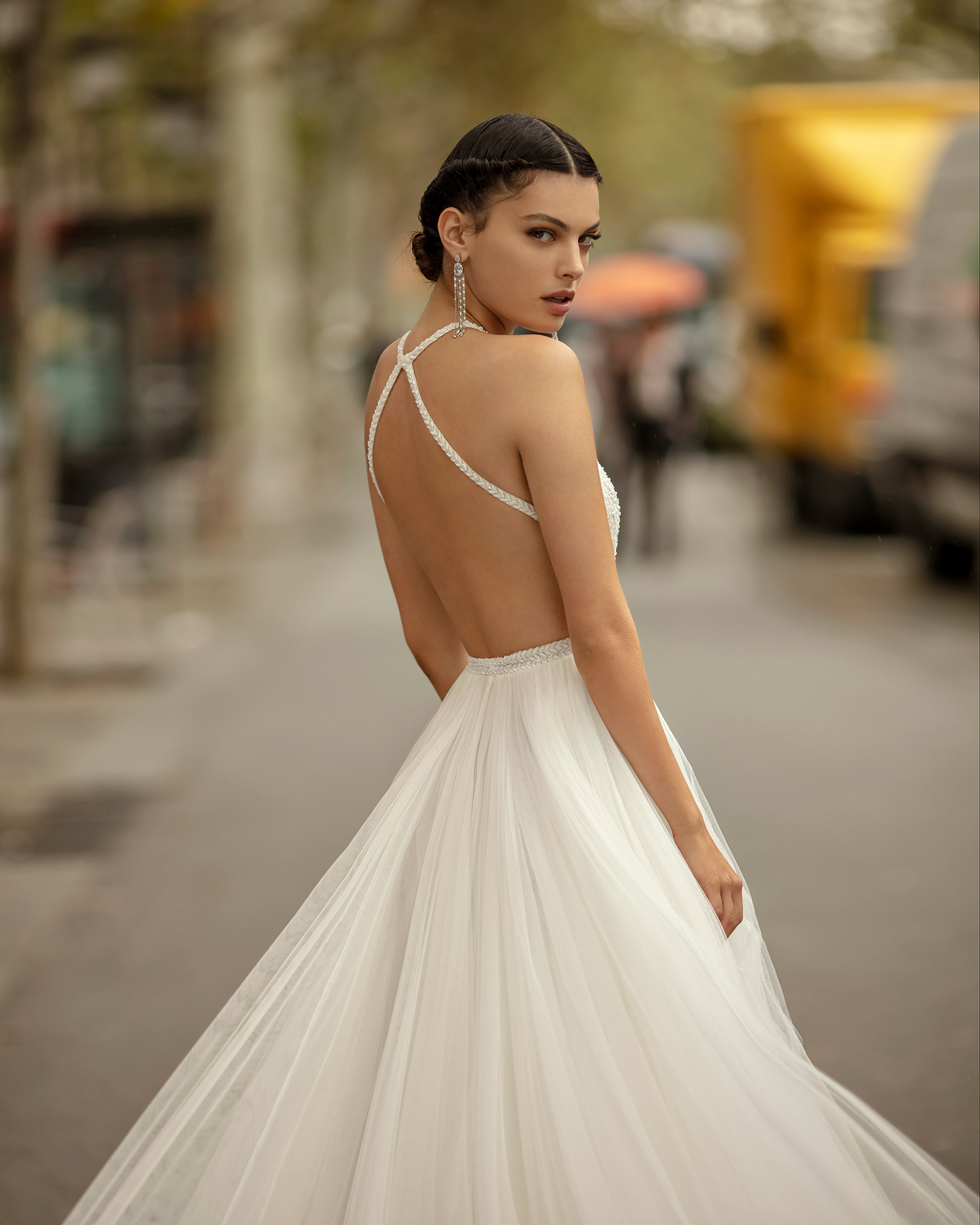 Princess-style wedding dress in soft tulle, lace and beading with halter neckline. 2020 ALMA_NOVIA Collection.