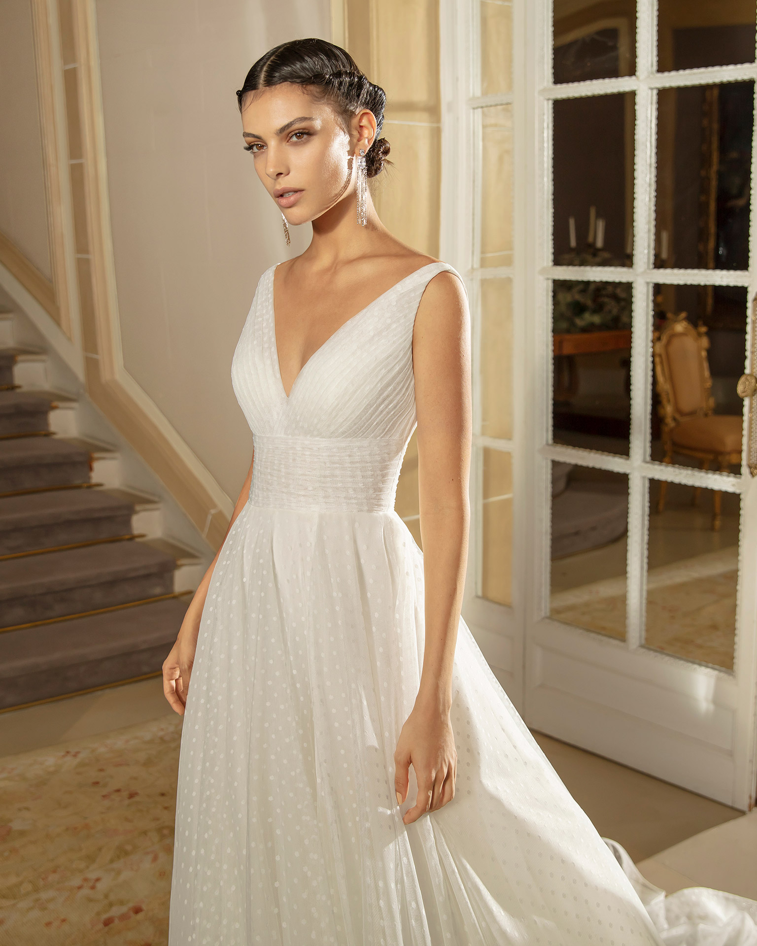 Romantic dot tulle wedding dress with V-neckline and back. 2020 ALMANOVIA Collection.