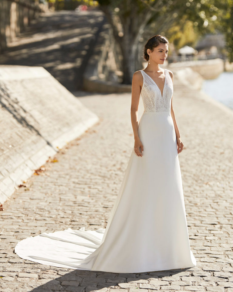 Wedding dress in crepe. V-neckline in lace,  Lace bodice with straps and low back. 2021 ALMANOVIA Collection.