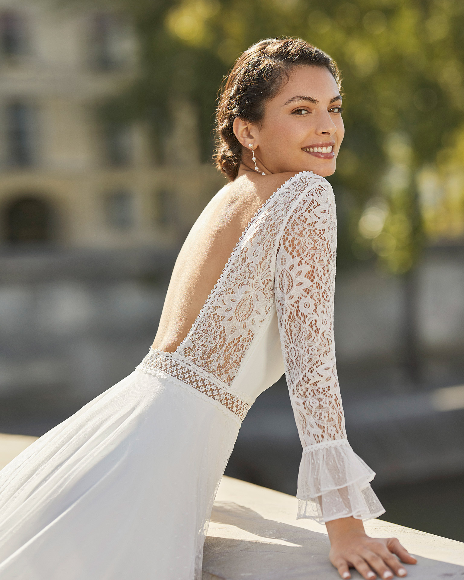 Wedding dress in dot tulle. V-neckline, three-quarter-sleeves with dot tulle cuffs and low back in lace. 2021 ALMANOVIA Collection.