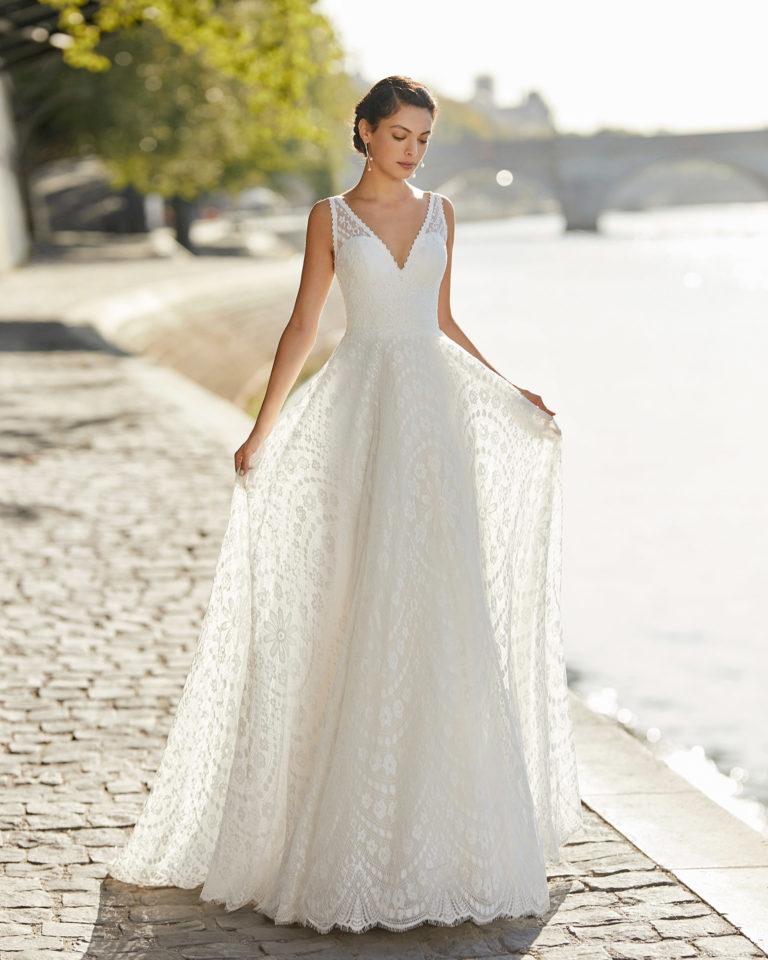 Lace wedding dress. V-neckline, shoulder straps and low back. 2021 ALMANOVIA Collection.